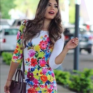 Dresses & Skirts - White Floral Dress Stretchable 3/4 Sleeves
